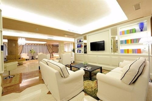 sofa property living room yacht home condominium passenger ship Boat vehicle cottage Suite Modern