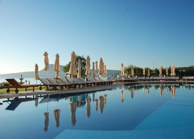 sky water Boat landmark Sea marina dock long Resort cityscape skyline swimming pool
