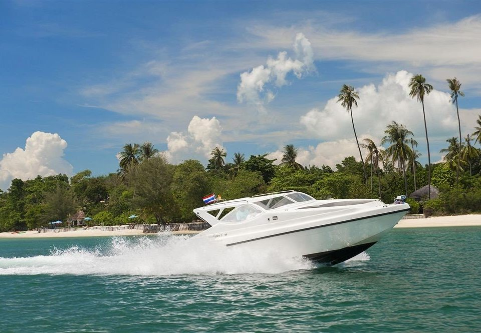 sky water vehicle Boat motorboat ecosystem boating Sea watercraft yacht luxury yacht traveling