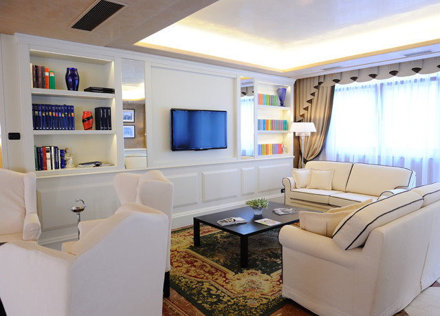 property living room vehicle home yacht Boat condominium Suite cottage