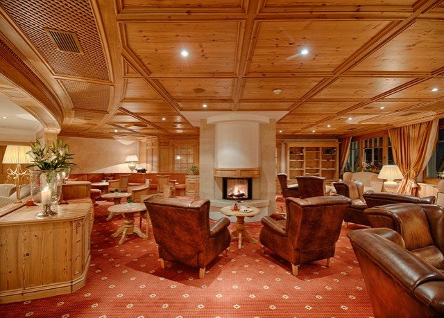 property yacht Boat passenger ship vehicle home living room recreation room Suite cottage