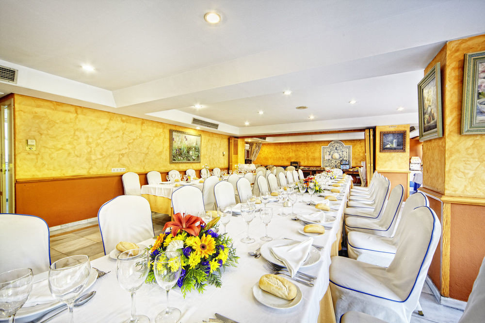 Suite function hall yacht restaurant Boat dining table