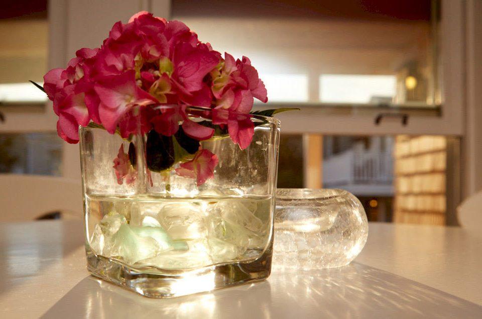 flower centrepiece glass flower arranging floristry bouquet wedding ceremony petal lighting floral design clear