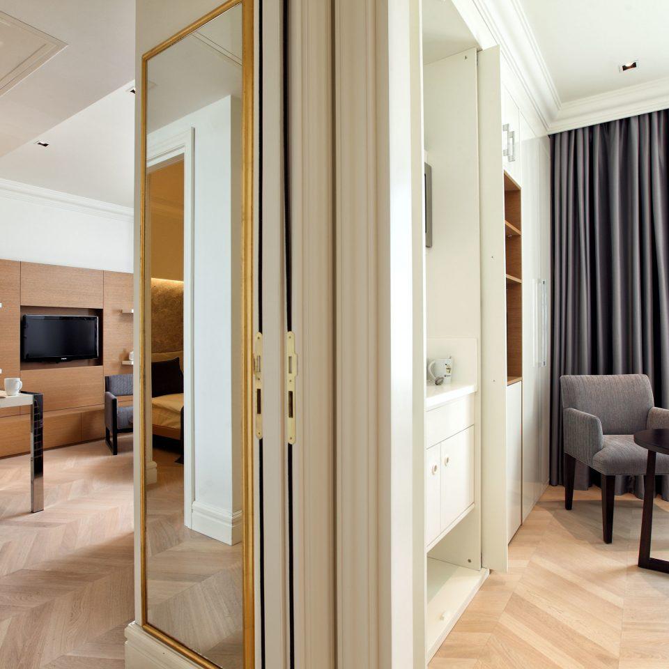 Boutique Budget City Classic Dining Suite property hardwood home condominium cottage wood flooring flooring