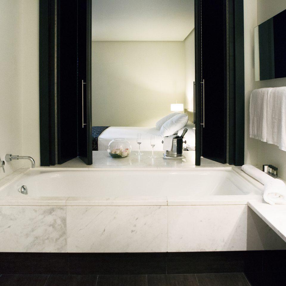 Boutique Budget City Hip Modern bathroom mirror property sink bathtub plumbing fixture home bidet swimming pool Suite tile