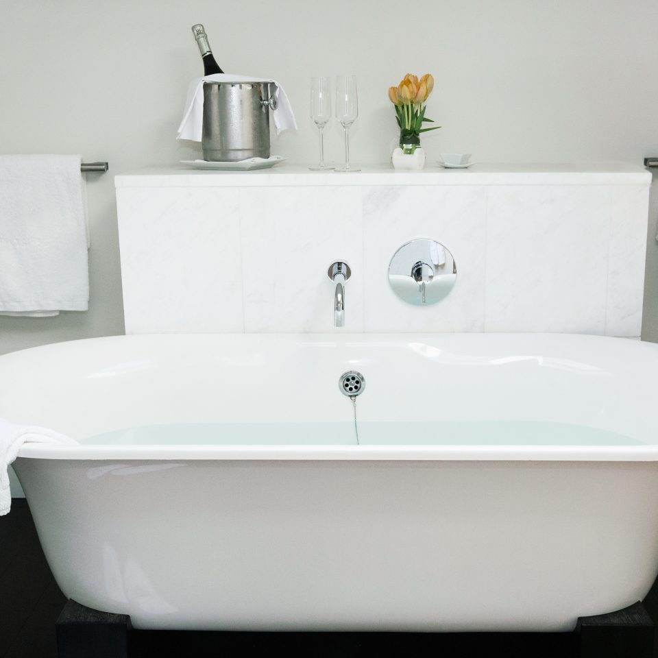Boutique Budget City Hip Modern bathtub bathroom vessel plumbing fixture sink bidet white ceramic swimming pool water basin