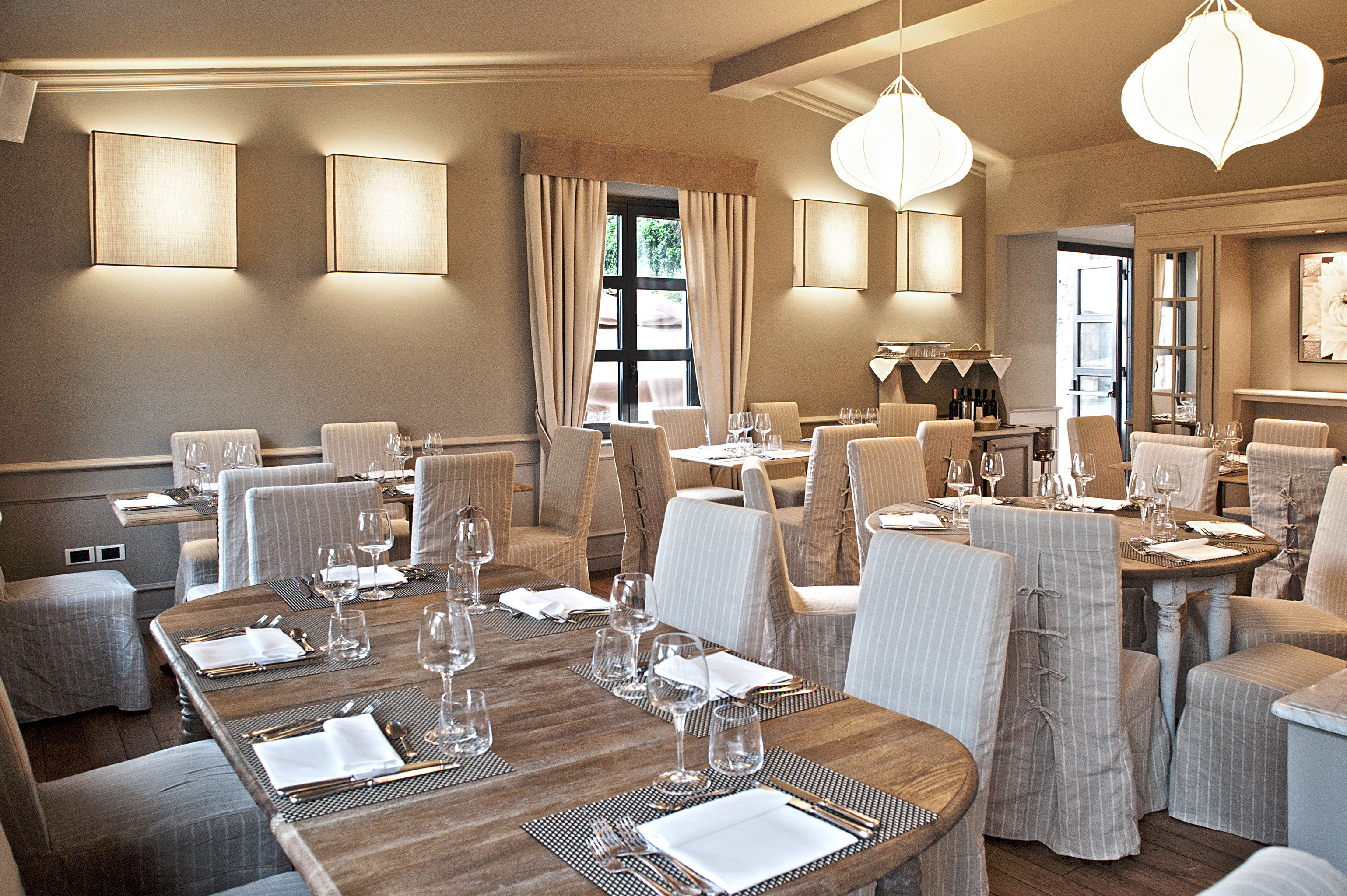 Boutique City Dining Drink Eat Elegant Honeymoon Romance Romantic Villa property restaurant living room home function hall Suite