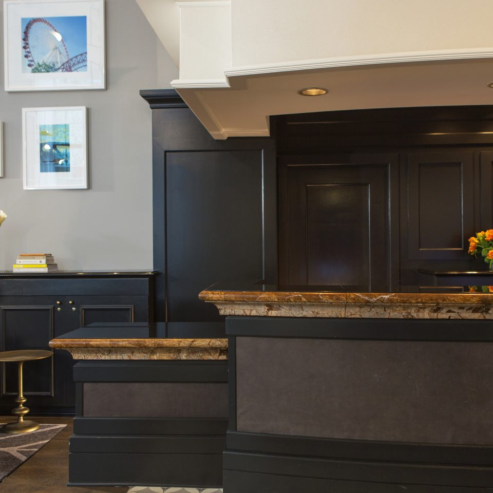 Boutique City Historic Lobby property Kitchen countertop home living room cabinetry hardwood lighting Suite Fireplace
