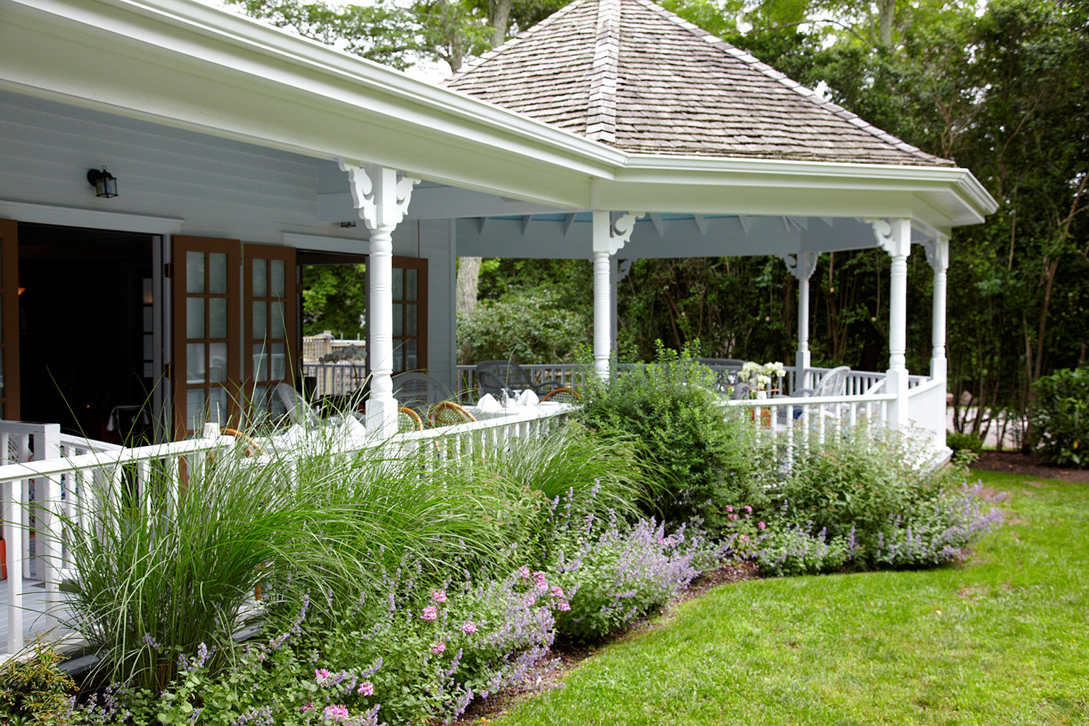 Boutique Classic Country Exterior Grounds Luxury Patio grass tree building house property porch Garden gazebo backyard outdoor structure yard home orangery cottage lawn bushes lush
