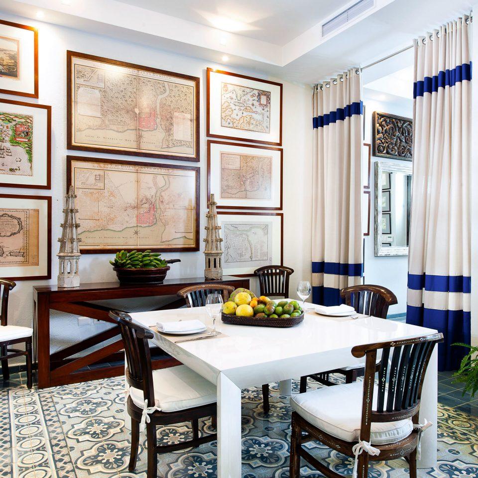 Boutique Classic Elegant Historic Lounge property living room home condominium dining table