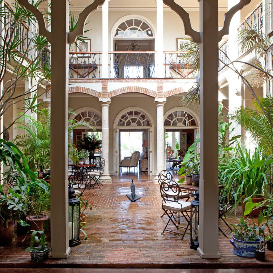 Boutique Dining Drink Eat Luxury Romance Romantic plant tree building Courtyard home Resort mansion Garden hacienda