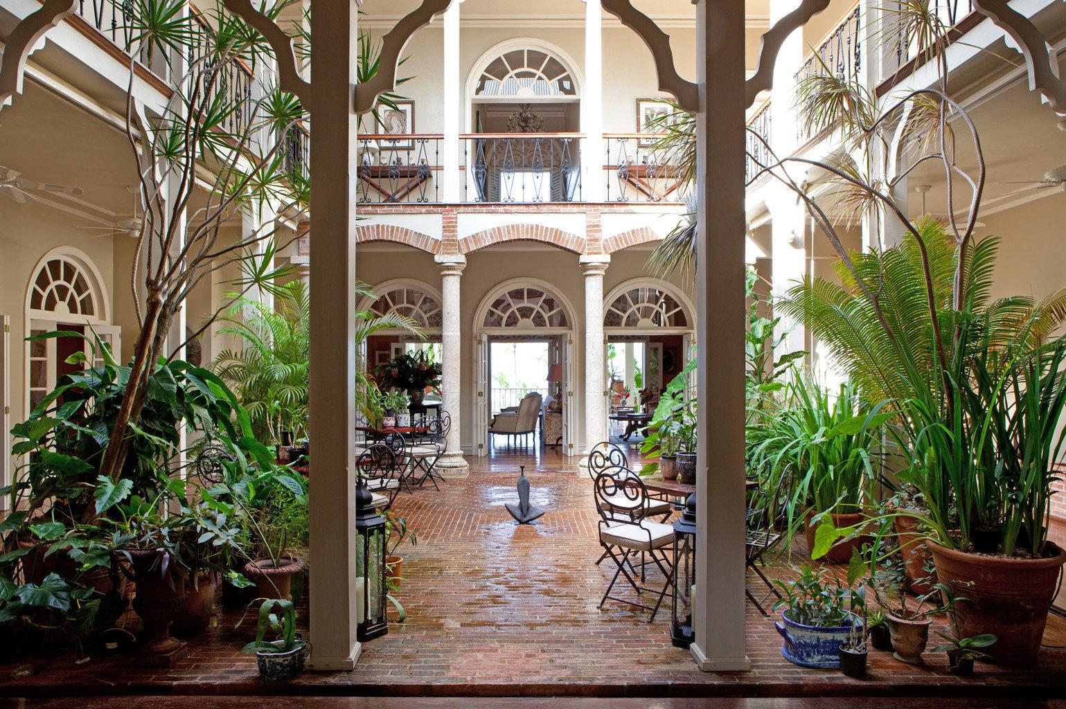 Boutique Dining Drink Eat Luxury Romance Romantic plant tree building Courtyard home Resort mansion Garden hacienda