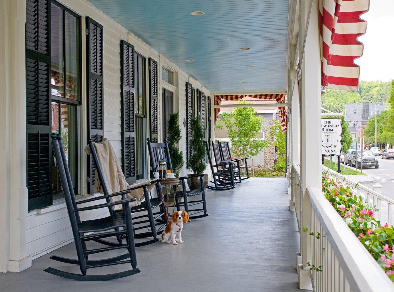 Boutique Deck Lounge Modern Patio property condominium home porch
