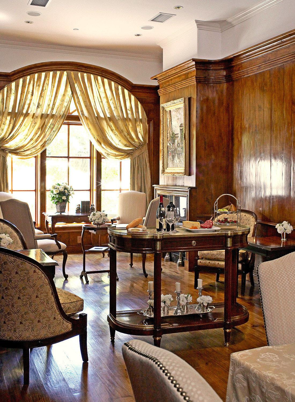 Boutique Dining Eat Elegant Historic Romance Romantic property home living room restaurant Lobby Suite