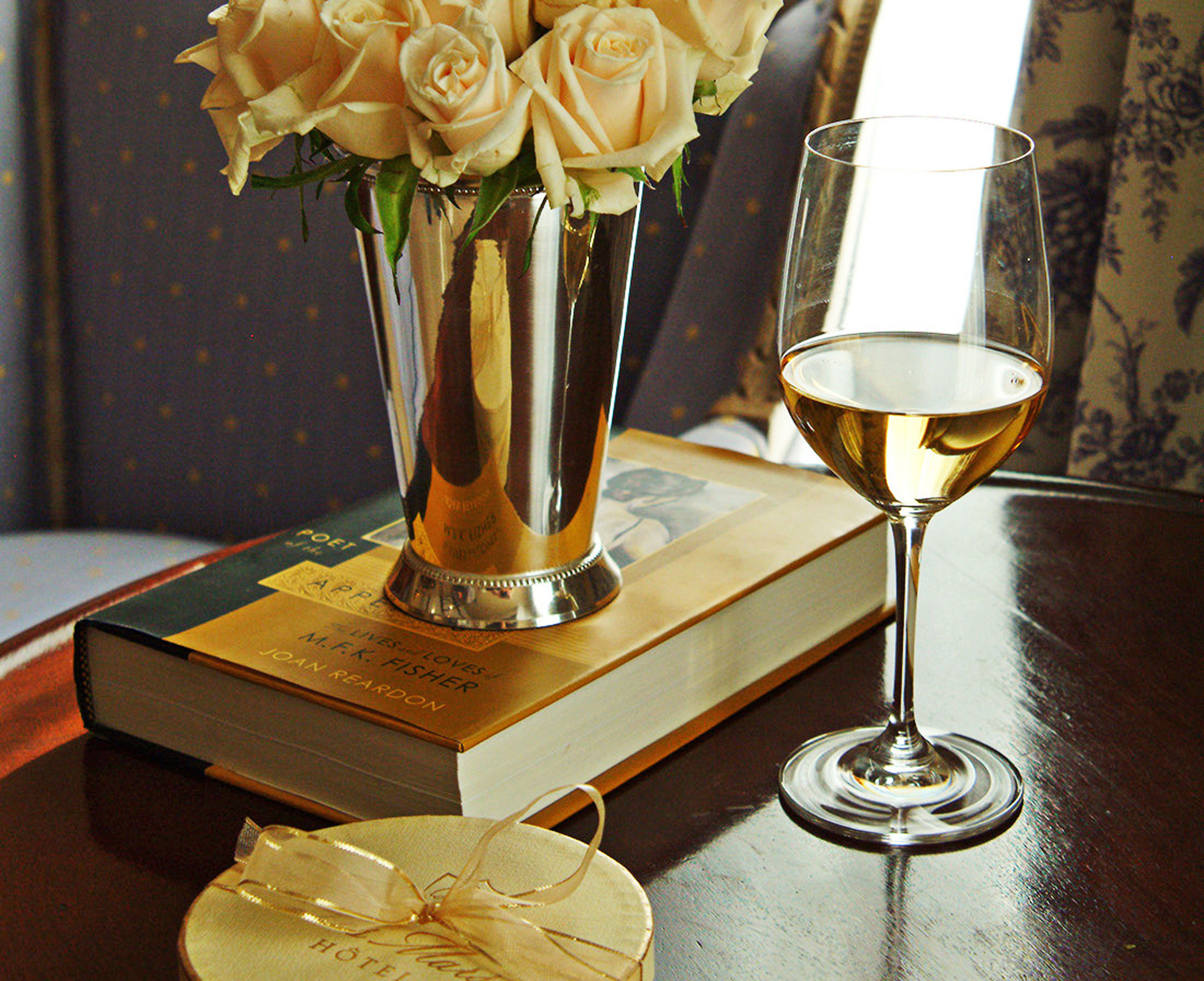 Boutique Drink Elegant Historic Romance Romantic Wine-Tasting yellow centrepiece trophy flower lighting glass drinkware candle champagne vase