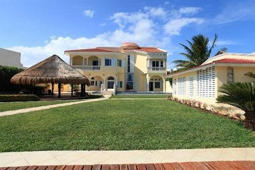 Boutique Exterior Grounds Waterfront grass sky building house property Villa home hacienda lawn Resort mansion cottage farmhouse residential