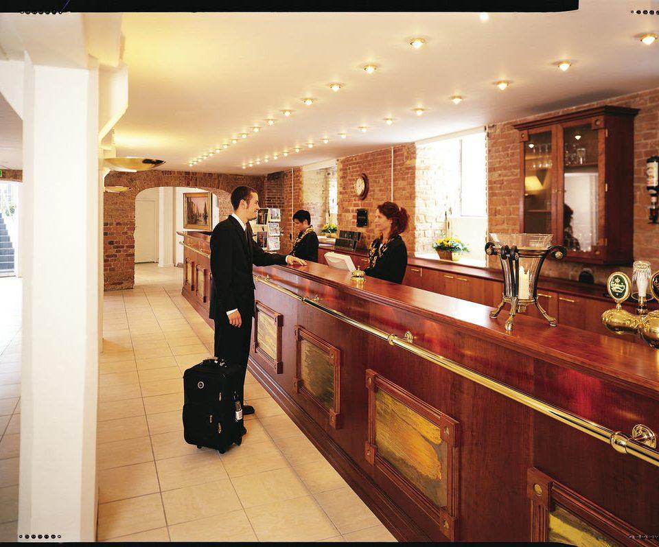 Lobby receptionist Boutique restaurant