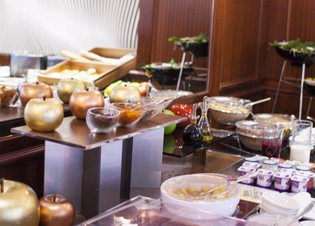 brunch breakfast food buffet restaurant cuisine supper cluttered