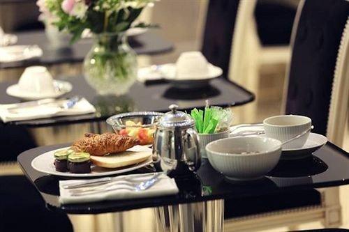 plate breakfast lunch brunch cuisine dinner food restaurant buffet dining table cluttered set