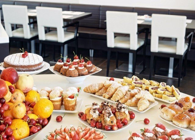 food plate breakfast brunch buffet counter pâtisserie full cuisine fresh