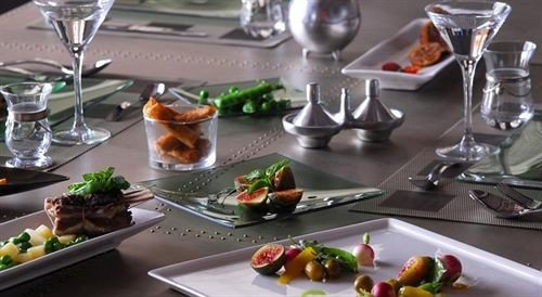 plate wine food buffet brunch lunch restaurant breakfast cuisine sense hors d oeuvre dining table