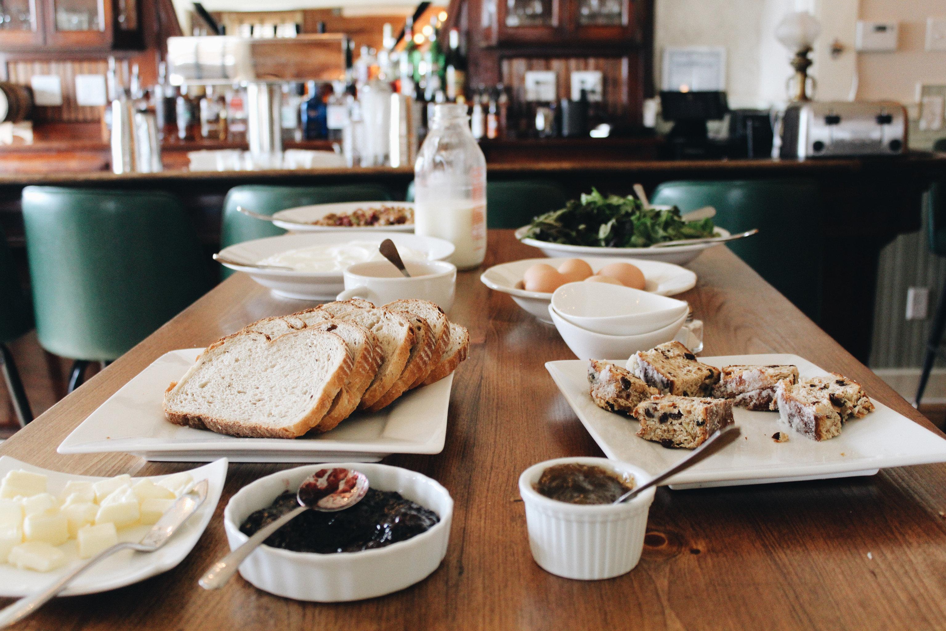 food plate brunch lunch breakfast restaurant sense buffet