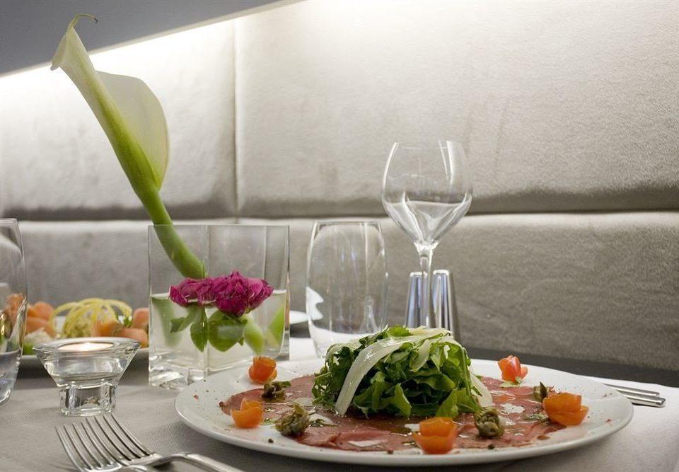 plate food restaurant flower arranging floristry brunch lunch floral design centrepiece flower breakfast