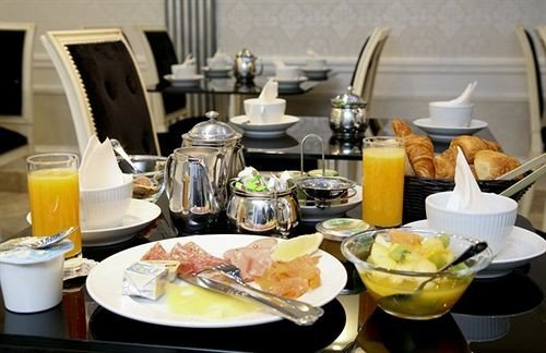 food plate breakfast brunch lunch cuisine restaurant cluttered dining table