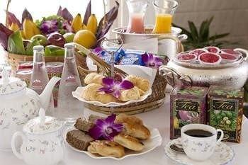 plate food breakfast flower brunch dessert set cluttered dining table