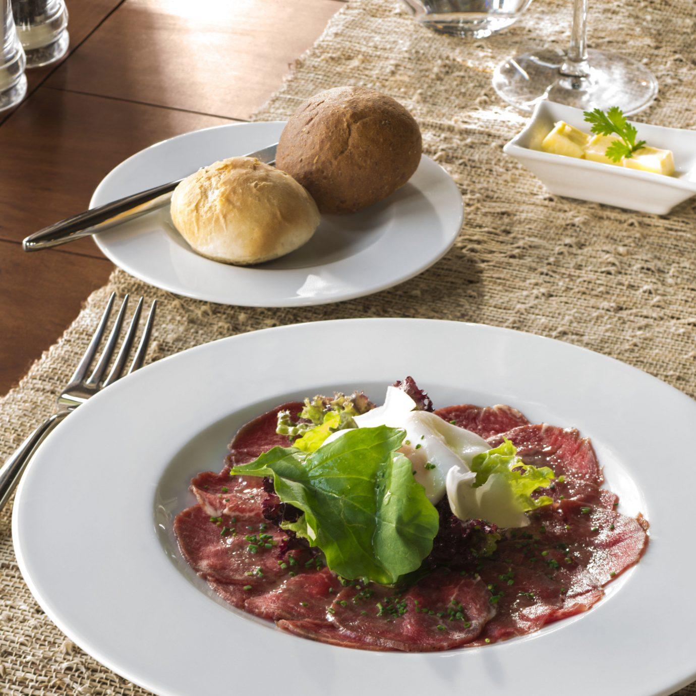 plate food meat breakfast brunch lunch restaurant cuisine vegetable cooking dinner
