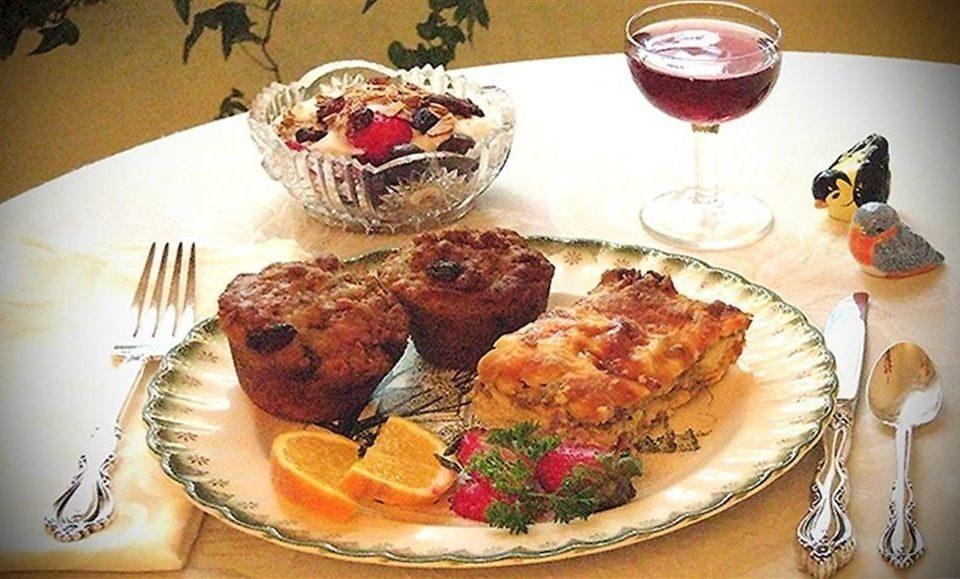 plate food breakfast brunch restaurant meat dessert dinner cuisine supper dining table piece de resistance
