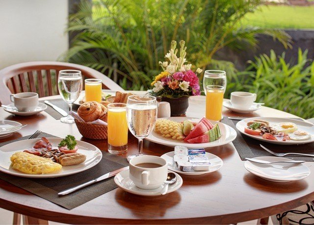 plate food breakfast lunch brunch cuisine restaurant dining table
