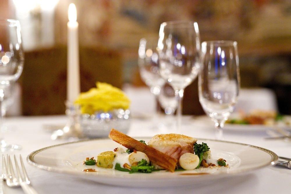 plate food restaurant dinner brunch white breakfast sense dining table