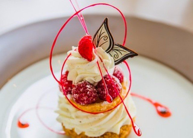plate food cake white dessert plant breakfast pavlova strawberry fruit strawberries slice chocolate cuisine whipped cream raspberry