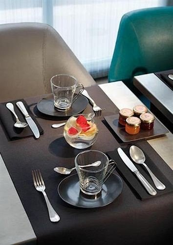 coffee restaurant glass breakfast set cluttered dining table