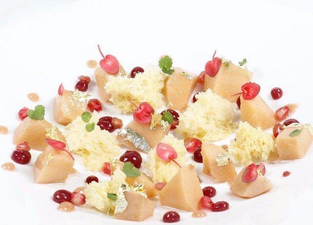 plate food dessert pavlova petal dairy product breakfast cuisine flavor snack food