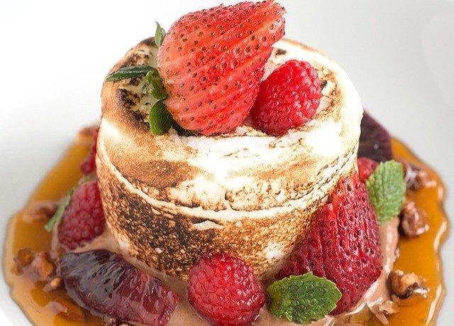 plate food dessert breakfast frutti di bosco strawberry pavlova strawberries fruit cuisine dairy product semifreddo mascarpone flavor fresh