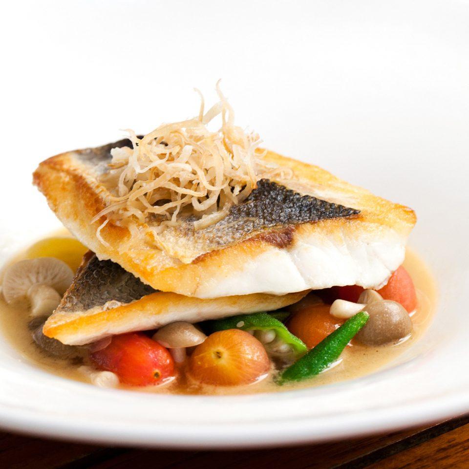 plate food cuisine fish breakfast smoked salmon white vegetable