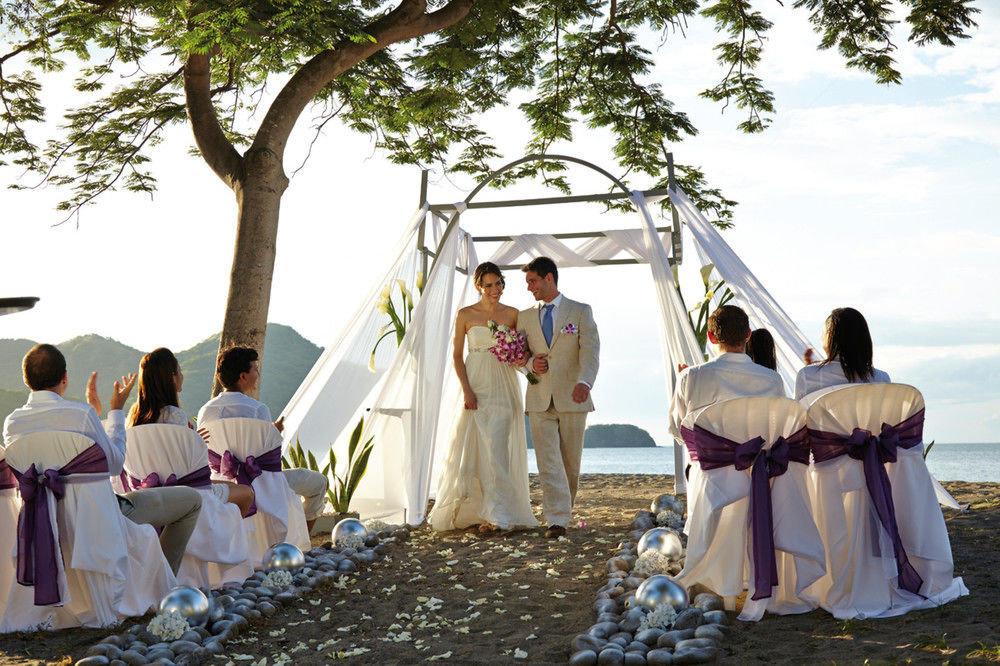 tree sky bride wedding ceremony groom