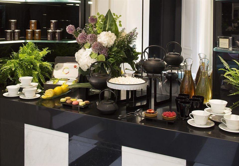 floristry flower arranging counter flower brunch home floral design centrepiece restaurant buffet set