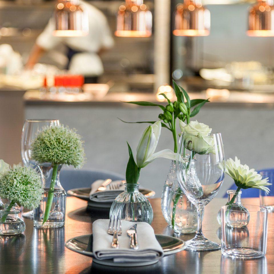 restaurant floristry flower arranging brunch rehearsal dinner centrepiece dinner floral design plant dining table