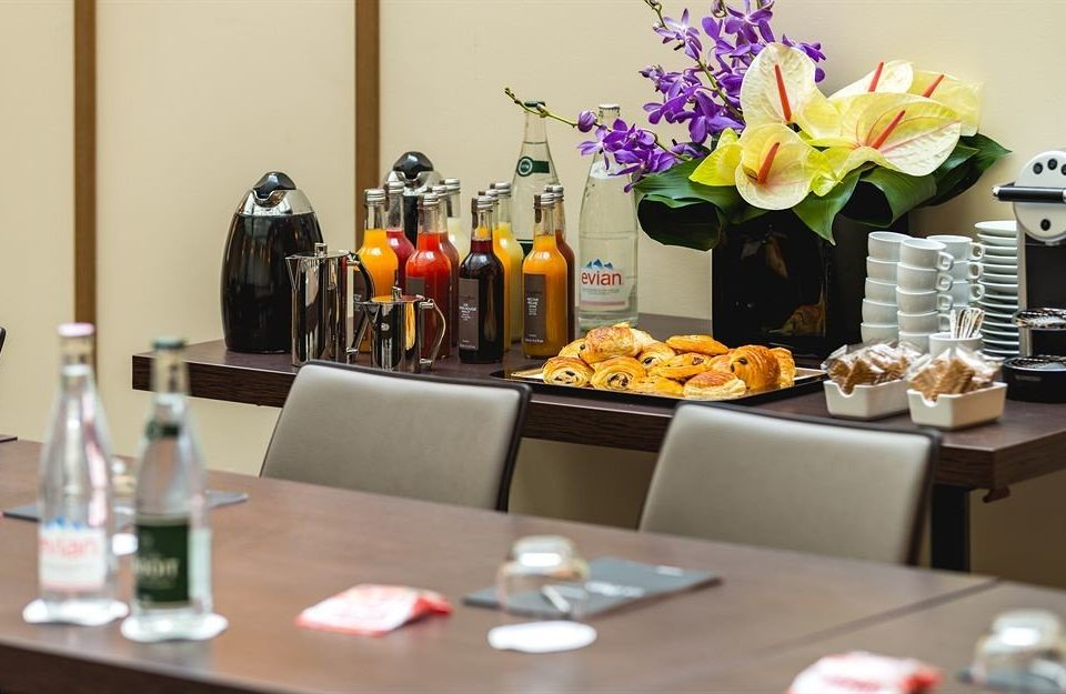 brunch lunch restaurant sense cluttered dining table