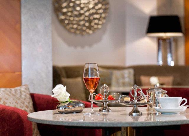 wine glasses restaurant dinner brunch set dining table