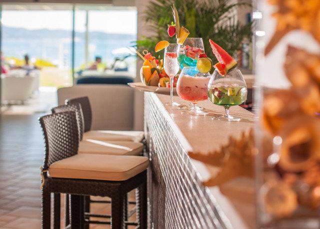 brunch restaurant dining table