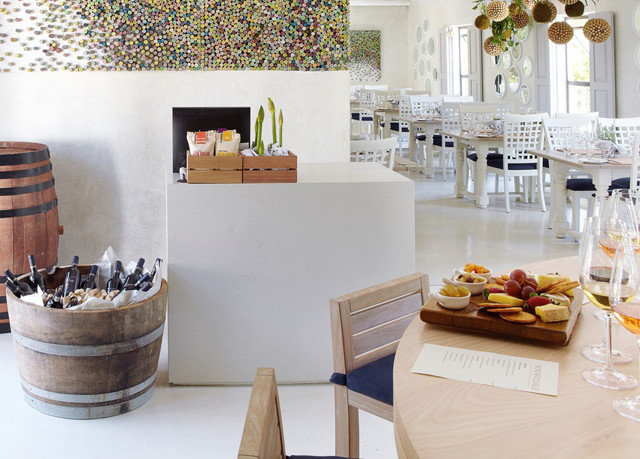 restaurant brunch dining table
