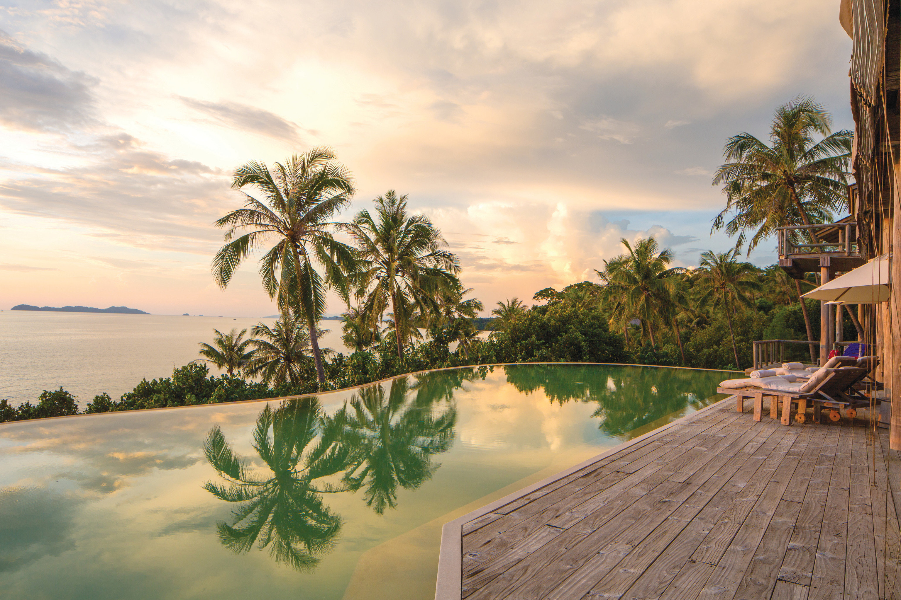 Hotels sky outdoor tree water Beach vacation Sea shore Ocean River arecales Coast bay landscape estate tropics caribbean Resort palm family Lake palm Sunset plant overlooking