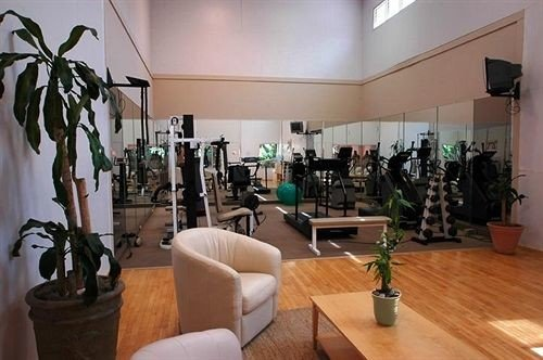 Budget Classic Fitness Waterfront property Lobby condominium living room plant