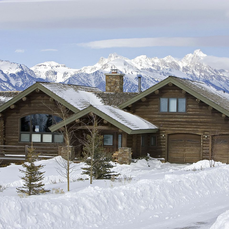 Budget Country Family Forest Lodge Mountains Scenic views Ski Villa snow sky Nature Winter mountain house weather covered mountain range season Resort log cabin home geological phenomenon hut piste cottage alps sugar house Village