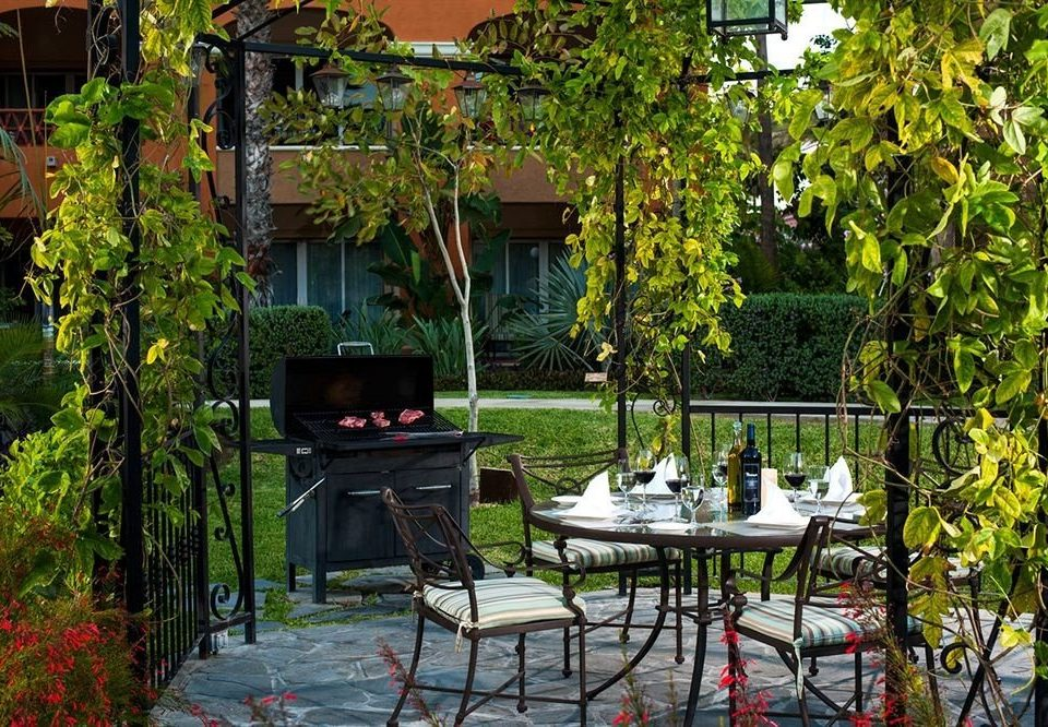Budget Dining Drink Eat Garden Grounds Resort Tropical Waterfront tree backyard Courtyard yard house flower outdoor structure home cottage porch