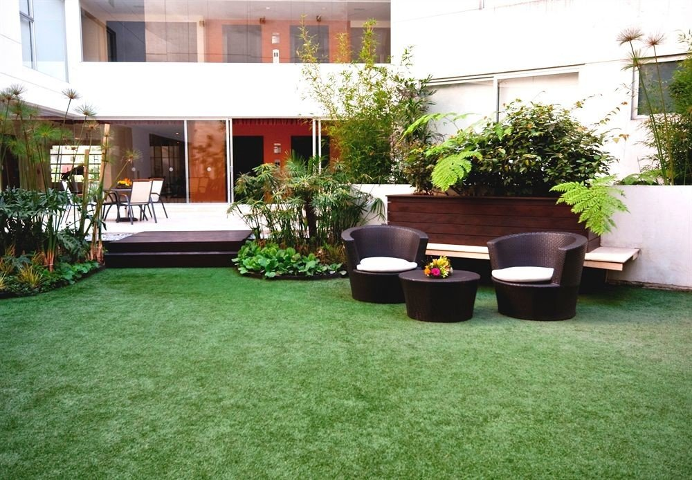 Budget Courtyard Grounds Modern grass green property lawn backyard yard outdoor structure Garden flooring landscape architect Patio landscaping